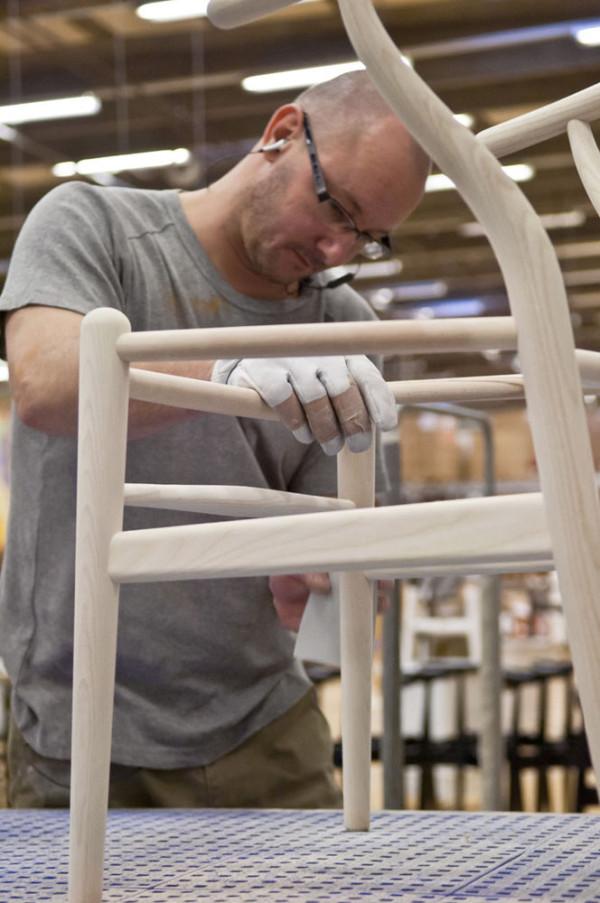 Decon-Wishbone-Chair-Carl-Hansen-8-sanding-600x903