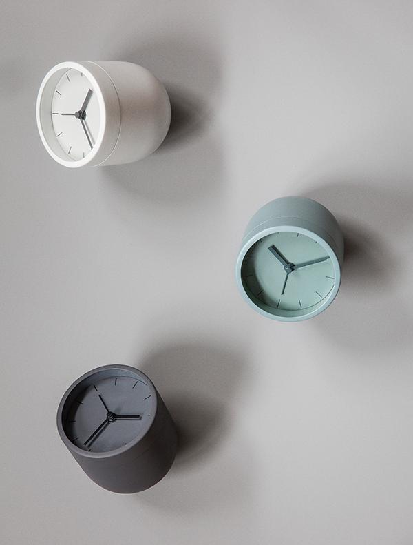 norm-tumbler-alarm-clock-carbon.jpg