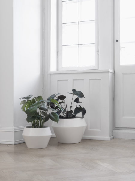 bylassen_rimm_flowerpots_white_lifestyle_high-res-2