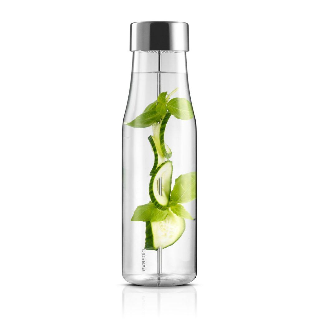 Eva-Solo-MyFlavor-Karaffe-1-l-gefuellt-mit-Wasser-und-Gurke