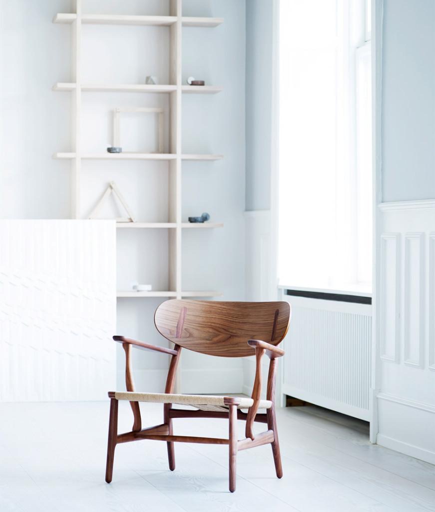 carl-hansen-son-hans-j-wegner-ch22-lounge-chair_dezeen_936_6-871x1024