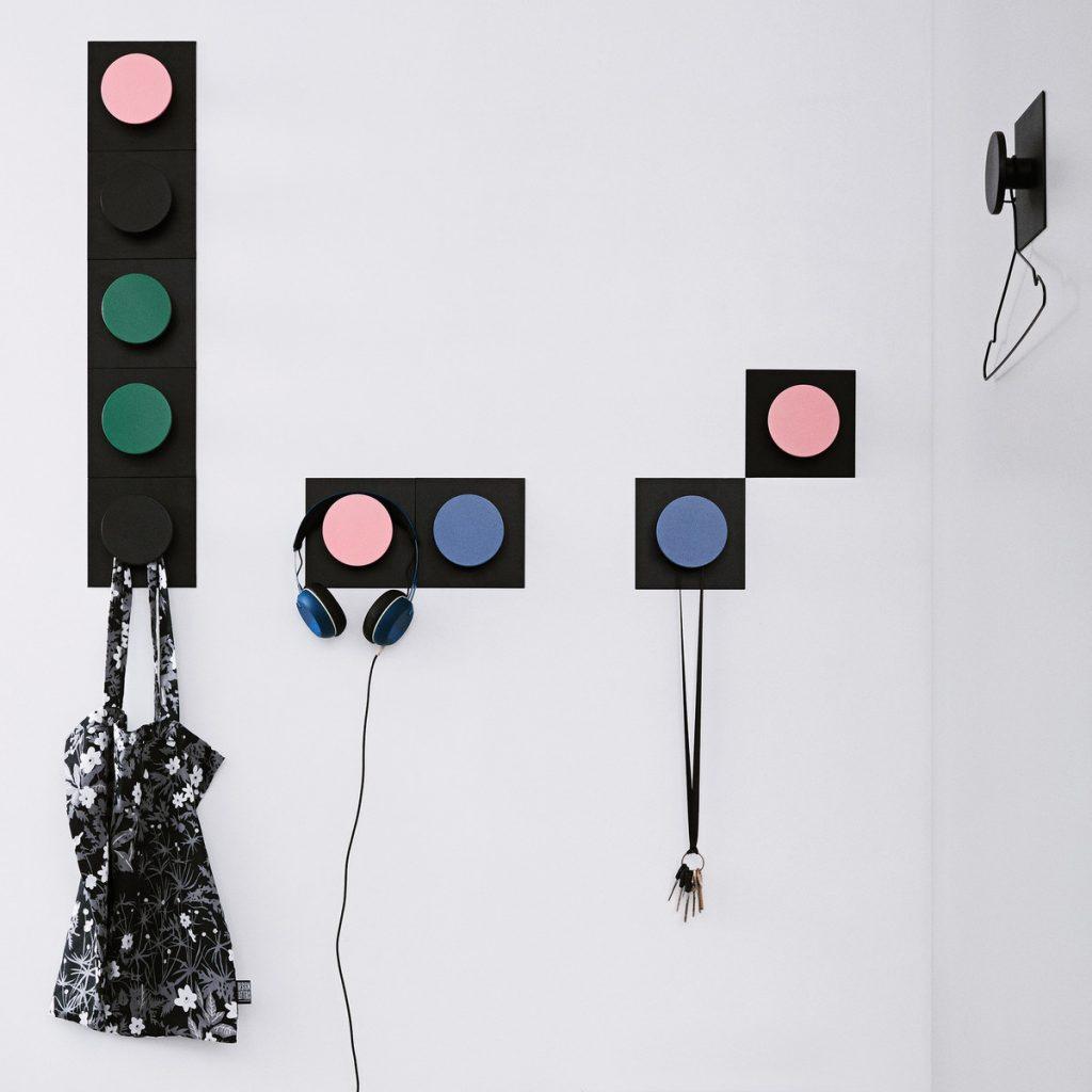 design-letters-hook2-colour-wandhaken-gruen-rosa-blaugrau-schwarz-situation