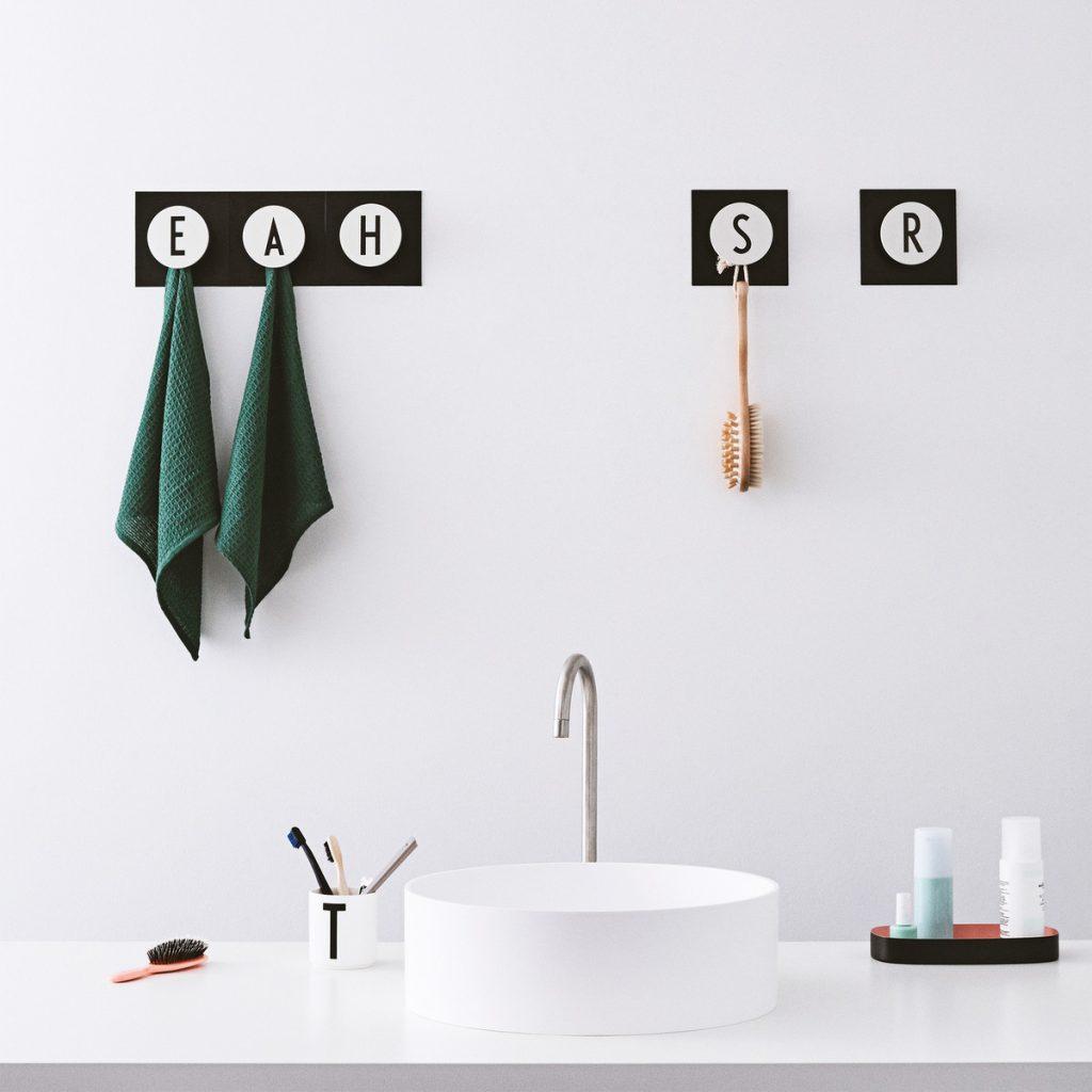 design-letters-hook2-letter-wandhaken-von-a-z-situation