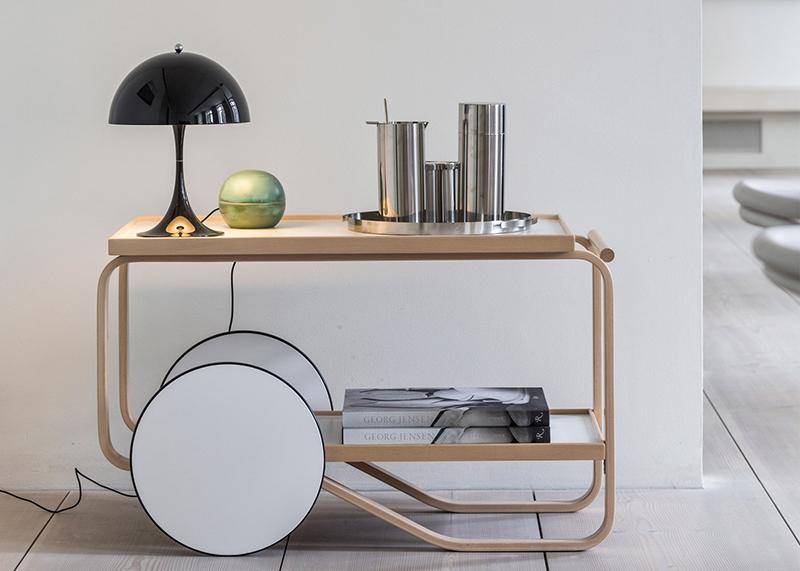 panthella-mini-verner-panton-louis-poulsen-lamp-lighting-design-furniture_dezeen_1568_3